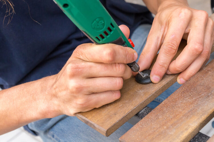 artist engraver using an electric tool